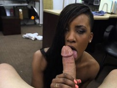 Sexy amateur ebony chick pawns her pussy for a golf clubs
