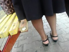 Fast upskirt in the bus-stop.