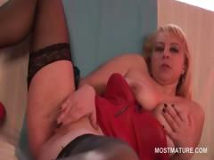 Slutty blonde mature finger fucking her peachy cunt