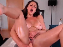 Looking nice babe fingering and toying her trimmed pussy