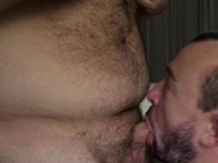 Horny bears Bobbi Gee and Eric Schwanz fuck like crazy