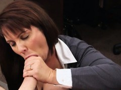 Milf selling her husbands stuff in the pawnshop and fucked