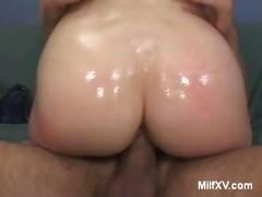 Roxetta Bounces Her Phat MILF ass