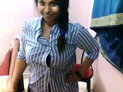 Indian sexy tamil girl exposing her sexy big booby body in