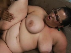 Fat girl seduces nice-looking dude to bang her very well