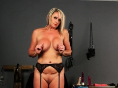 Kinky Model Gets Jizz Shot On Her Face Sucking All The Ejacu