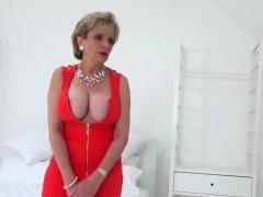 Adulterous British Milf Gill Ellis Exposes Her Massive Globe