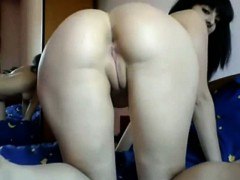 Girl shows her sweet ass